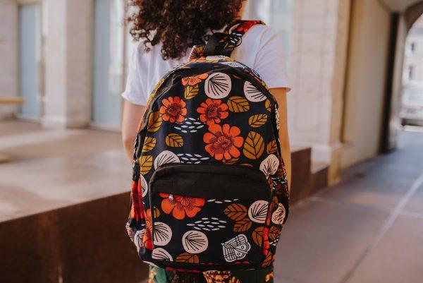 sac à dos à motifs fleuris