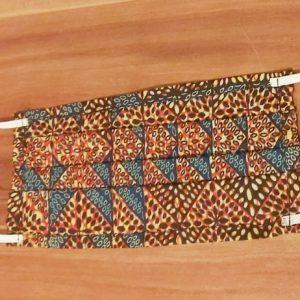 masques à imprimés marron bleu
